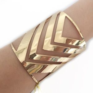 BCBGENERATION CUFF BRACELET GOLD PLATED CHEVRON